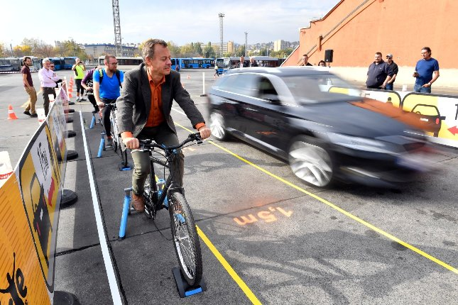 A BKK és szolgáltatói is támogatják a kerékpárosok biztonságos előzését népszerűsítő kampányt