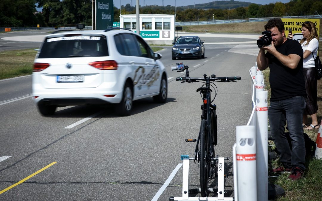 A kerékpárosok legnagyobb félelme az autósok közeli előzése